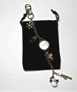 【送料無料】腕時計 クリスマスクオーツブレスレットメーシーズホリデーレーンchristmas quartz watch gold metal charms bracelet macy's holiday lane