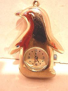 【送料無料】腕時計 シルバーストーンウォッチペンダントsilver tone watch pendant penquin shapedesign