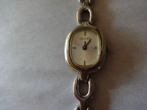 【送料無料】腕時計 プチシルバーストーンウォッチguess g55166l quartz womans petite wristwatch watch silvertone