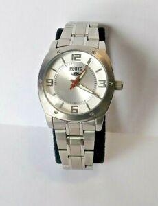 【送料無料】腕時計 レディースシルバーストーンウォッチladies roots rs102 silver tone quartz watch wr 30 meters 0192