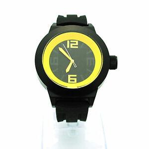 【送料無料】腕時計 メンズアナログクォーツストラップラウンドステンレスモダンシンプルシリコンウォッチmens modern minimal simple silicone round stainless analog quartz wrist watch