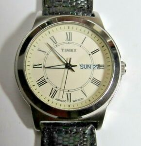 【送料無料】腕時計 ヴィンテージメンズクォーツローマvintage large mens timex quartz wristwatch daydate roman numbers runs