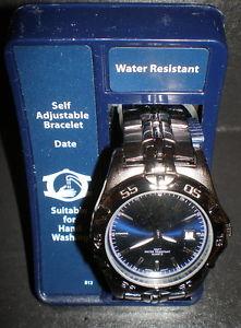 【送料無料】腕時計 メンズクォーツウォッチmens ss quartz water resistant date adjustable watch