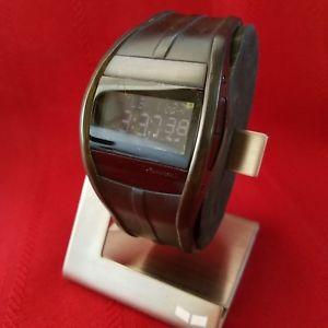 【送料無料】腕時計 ブラックデジタルバックライト