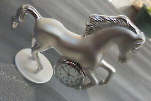 【送料無料】腕時計 シュヴァルマッシフオンラインヌフcheval cabre,montre de bureau en acier massif sur socle,jamais utilise neuf