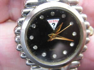 【送料無料】腕時計 ロゴデラマルケブレスレットguess mode a cadran sigle du logo a triangle de la marque au bracelet assorti