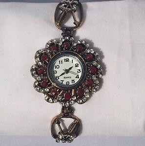 【送料無料】腕時計 ヴィンテージステンレススチールクオーツレッドホワイトラインストーンvintage women's stainless steel quartz wristwatch w red amp; white rhinestone