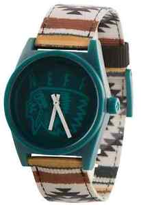 【送料無料】腕時計 ネフキャンプmontre neff daily woven camp watch tanche aiguilles water resistant qnf0209