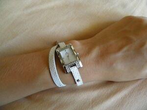 【送料無料】腕時計 ブレスレットブランダブルツアーyonger pour elle bracelet serpent double tour blanc