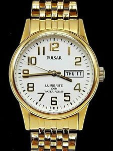 【送料無料】腕時計 ブランド#ゴールドトーンパルサーbrand men039;s gold tone pulsar lumibrite 100m easy to read wrist watch pxn110
