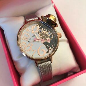 【送料無料】腕時計 ジョンソンシルバーレザーゴールドトーンローズbetsey johnson silver leather rose gold tone pug dog hat watch bj0068703 nwt