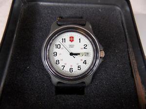 【送料無料】腕時計 スイスベゼル