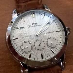 【送料無料】腕時計 メンズジュエルシルバージュシオンモデルウォッチ mens 20 jewel automatic vaan konrad calendarium watch silver excession model