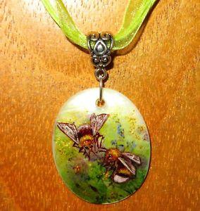 【送料無料】アクセサリー ネックレス ゴールドペンダントマルハナバチシェルaccoppiamento ciondolo oro bumblebee autentico dipinto a mano bianco labbra guscio firmato