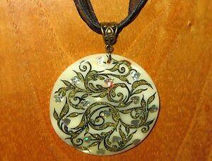 【送料無料】アクセサリー ネックレス シェルペンダントロシアguscio ciondolo dipinti a mano russa arte doro amp; nero cuore argento leafs fiori