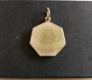 <title>送料無料 ネックレス ペンダントイエローゴールドフルグラム9ct yellow gold mother of pearl pendant double sided full 期間限定 hallmark 35 grams 375</title>
