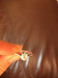 送料無料 ネックレス 再再販 9ctホワイトゴールドストーンリング9ct 気質アップ white ring gold single stone