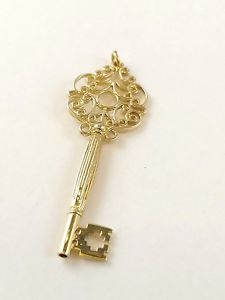 <title>送料無料 ネックレス vibrant 9ct solid gold ギフト ey pendant with fullbritish hallmarkvibrant full british hallmark</title>