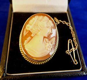 【送料無料】ネックレス シェルカメオブローチピンチェーンpretty 9ct gold carved shell cameo brooch pin with safety chain 3cm 56gr cx528