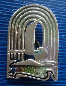 <title>送料無料 オーバーのアイテム取扱☆ ネックレス シルバースコットランドエナメルブローチパットチェイニーアールデコsilver scottish enamel sea bird flying sun brooch pat cheney 1980s art deco</title>