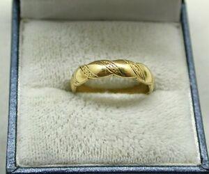 【送料無料】ネックレス 18ctlovely 18ct gold shaped edge and patterned wedding keeper ring