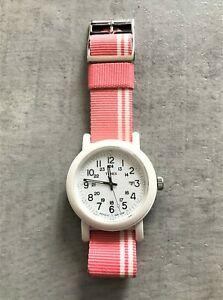 【送料無料】 腕時計 カンペールピンクナイロンtimex t2n367 original camper pink amp; white nylon stap watch no 5693