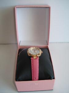 【送料無料】 腕時計 ジューシークチュールピンクローズゴールドレディースカリボックスjuicy couture pink amp; rose gold ladies cali watch complete set box included