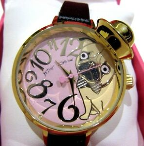 【送料無料】 腕時計 bj0068702bx nwt69ベッツィージョンソンパグワンワンbetsey johnson pug life puppy dog watch wearing a hat bj0068702bx nwt 69