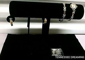 【送料無料】 腕時計 avonand gold watch set with earringsavon silver and gold watch set with earrings