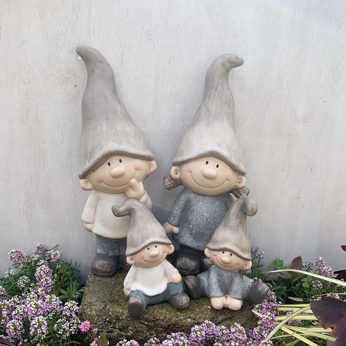 表情がなんともキュートな女の子と男の子♪大き目サイズとミニの可愛いファミリーセットです! とんがりキッズ L 2個&とんがりキッズミニ2個 4個セット 13679-13677【オーナメント ガーデニング Gardening 置物 女の子 男の子 妖精 ガーデンオブジェ ギフト向け】