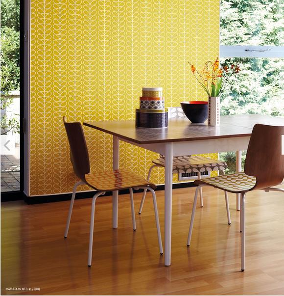 ギフト イギリス人デザイナーオーラカイリーの壁紙 AL完売しました。 Orla Kiely HARLEQUIN Linier Stem 壁紙 受注発注品 オーラカイリー イエロー系 110400