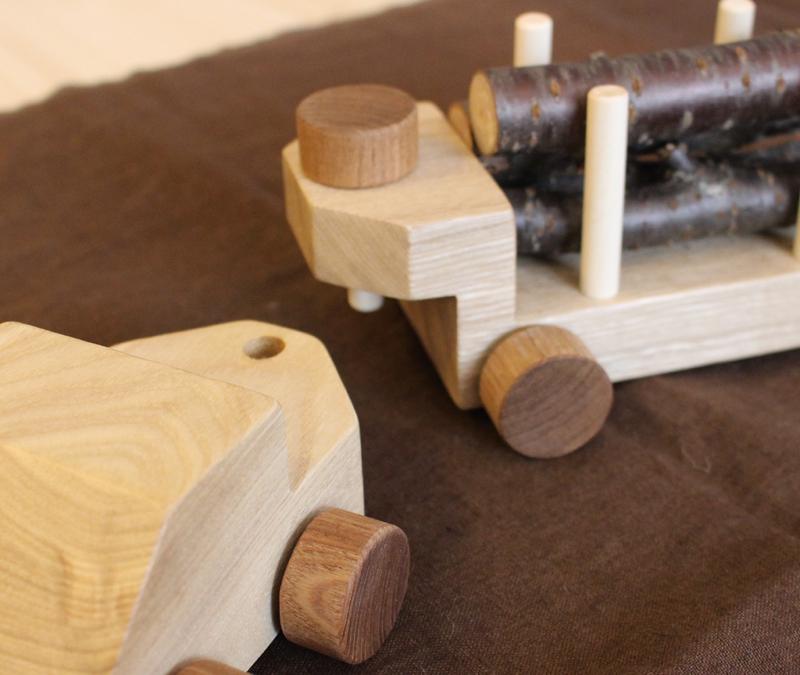 木のトレーラー