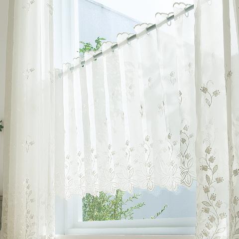 幅は10cm単位で切り売り!両端は無料で縫製!窓にぴったり合わせられるオーダーカフェカーテンです。小窓をおしゃれに演出してくれるヨーロッパ輸入のレース カフェカーテンです カフェカーテン(小窓用カーテン) レース 60cm丈 トルコ製 カフェカーテン オーダー(切り売り) KSA60500 ホワイト 小窓をおしゃれに演出してくれるオーダーカフェカーテン