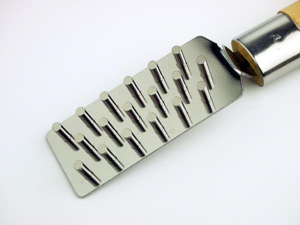拿供本职使用的uroko(鳞鳞)烹调工具