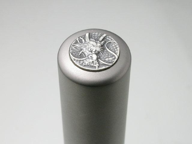 龍紋入りチタン印鑑(個人実印・16.5mm)シルバーエンブレム