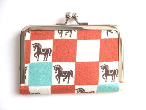 オンライン限定商品 市松模様馬カードケース登場です 市松模様 馬柄カードケース 橙 贈呈 馬券も入る大きさです:馬券入れ 名刺入れ