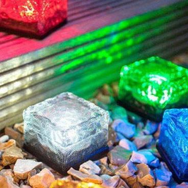 七色に輝く アイスキューブ型ソーラーLEDライト 防水仕様 ソーラー充電式 高級な SICELED01 光センサーで自動点灯 送料無料お手入れ要らず