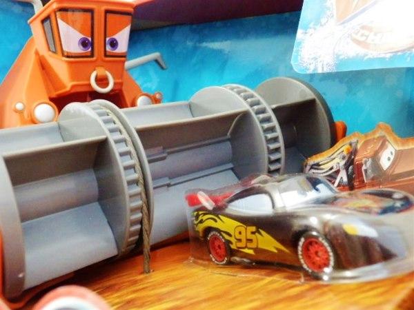 ◎ディズニーカーズ ミニカー/カラーチェンジャー♪ 楽しい!フランクから、逃げろ!プレイセット♪ カーズ おもちゃ ポイント5倍【予約商品】