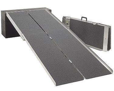 ポータブルスロープ (アルミ4折式タイプ) PVW240 [サイズ:2.4m] イーストアイ [介護 用品 スロープ 車椅子 段差]【代金引換不可】