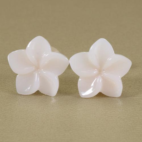白珊瑚 ピアス プルメリア 花 K18 イエローゴールド 無染色 JUNSUI 宝石サンゴ 天然 本さんご コーラル