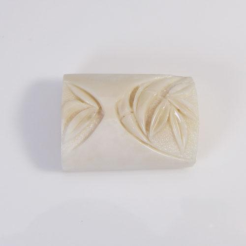 SANSUI 白珊瑚 無染色 竹 帯留め宝石サンゴ 天然 本さんご コーラル