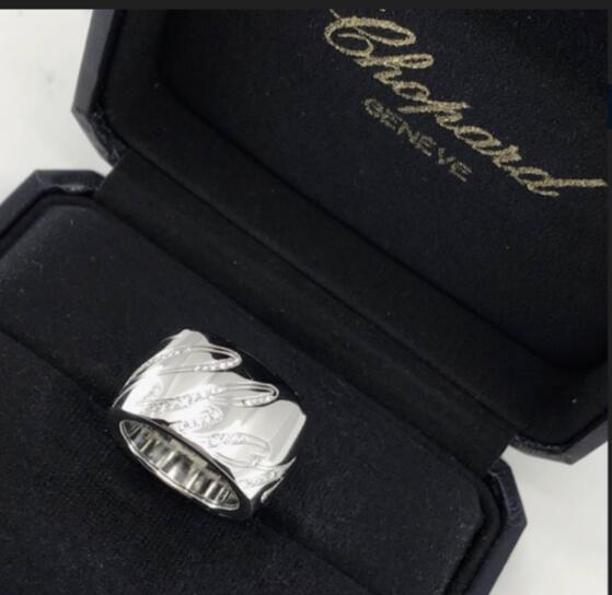 【新品】Chopard ショパール HAPPY DIAMONDS  リング18Kホワイトゴールド ダイヤモンド 826582-1209 (18Kホワイトゴールド22.1g/ダイヤ0.35ct)