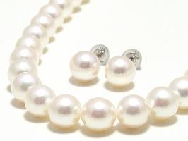 アコヤ真珠2点セット(ネックレス:8.0~7.5ミリ/イヤリング又はピアス:8.5~8.0ミリ)スペシャルパッケージ※パールキーパー・真珠てりクロス付き