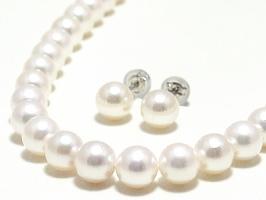 アコヤ真珠2点セット(ネックレス:7.0~6.5ミリ/ピアス又はイヤリング:7.5~7.0ミリ)スペシャルパッケージ※パールキーパー・真珠てりクロス付き