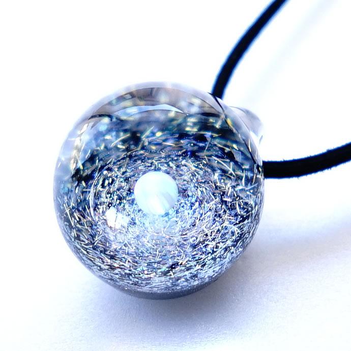 宇宙ガラス ペンダント 日本製 宇宙 チョーカー 惑星 メンズ ネックレス 宇宙ガラスペンダント オパール 宇宙ガラス玉 銀河 ガラスネックレス パイレックスガラス ペンダント レディース ホワイトオパール ダイクロガラス ギフト 送料無料