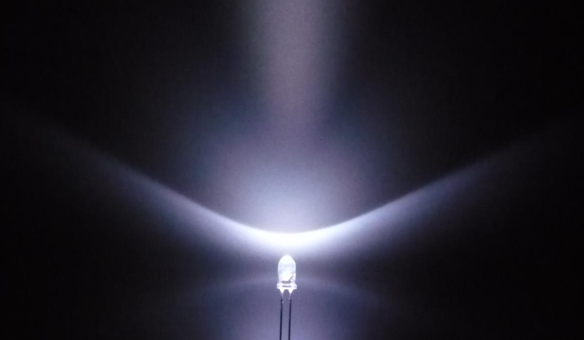 国産砲弾型3φ白色LED