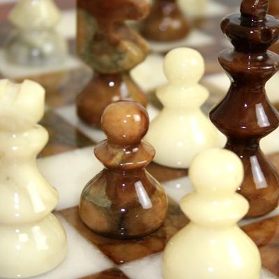 ※送料無料!※【シャープな色合いと静かな存在感】アラバスターチェスセット ブラウン×ホワイト NS11