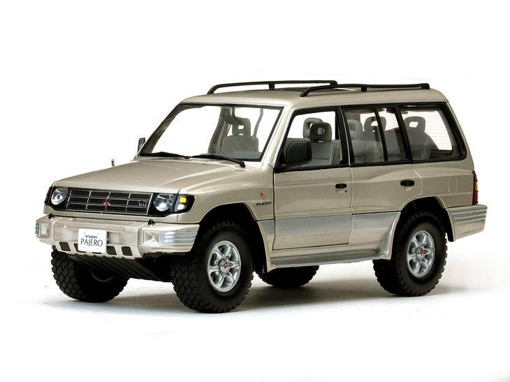 ミニカー SunStar / サンスター 1998年 三菱モンテロロング3.5 V6 (ベージュメタリック)