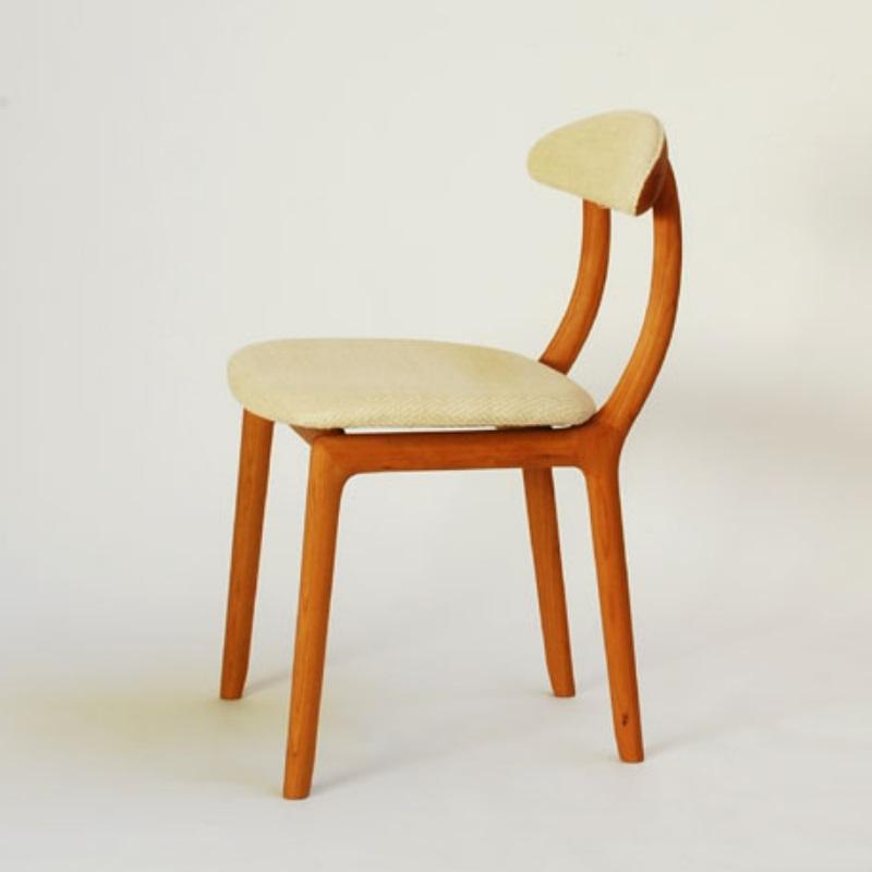 宮崎椅子製作所 KAKInoISU カキノイスチェア(背前布張) 古田恵介デザイン Miyazaki Chair Factory