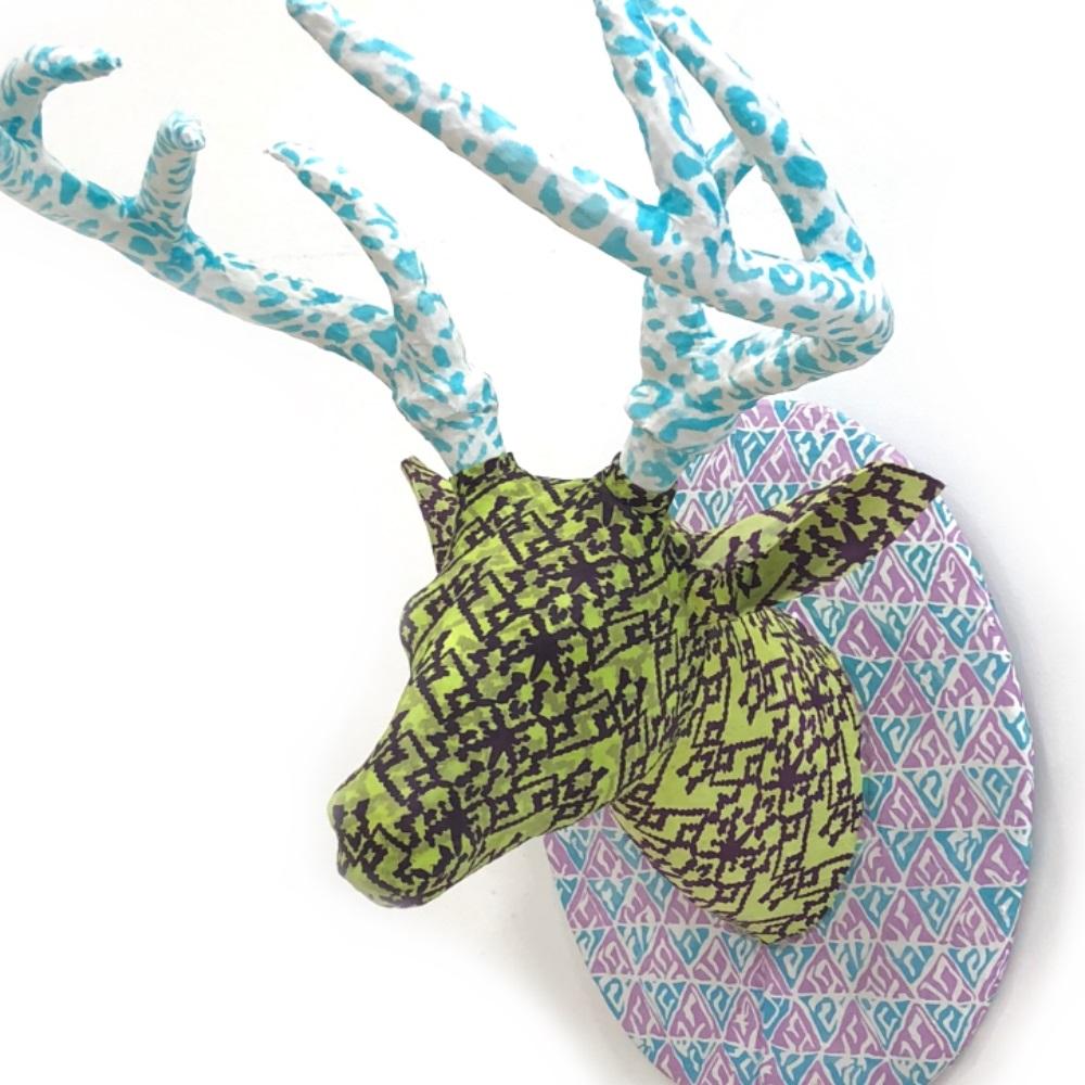 ディアヘッド Deer Head レギュラーサイズ 剥製 アニマルヘッド 鹿 トナカイ オブジェ アート 置物 その他 壁掛け